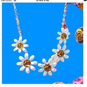 Betsey Johnson Daisey Choker necklace 18 inches